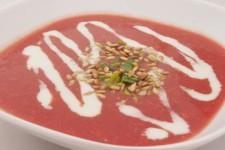 """Krémová """"rajčatová"""" polévka z červené řepy"""