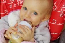 Bezlepkové obilné mléko z rýže jako nápoj pro kojence