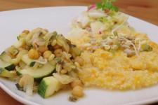 Jáhlová kaše s mrkví, cizrna se zeleninou a teplý zeleninový salát