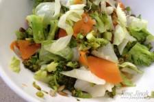 Teplý sladkokyselý salát s brokolicí a mrkví