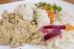 Ječmen s rýží, napařená zelenina, hrachová kaše a kvašená zelenina