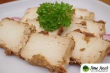 Domácí pikantní sýr z tofu