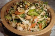 Smažené rýžové nudle se zeleninou