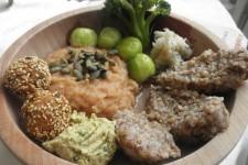 Svíčková omáčka s knedlíkem a falafelem