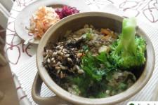 Čočkový guláš s rýží, ovsem a hatomugi