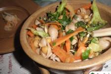 Těstoviny s pikantní cizrnou a zeleninou