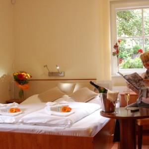 02-hotelovy-pokoj