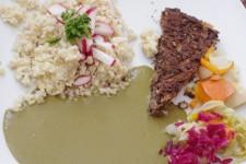 Fazolový koláč, rýže s jáhlami, zeleninové nishime a špenátová omáčka