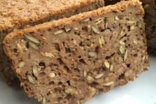 Celozrnný pšeničný kváskový chléb s kroupami