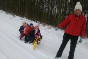 s detmi na snehu