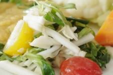 Salát z vodnice, polníčku a cherri rajčátek