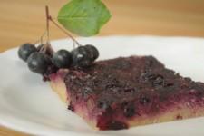Bezlepkový koláč s arónií a chia semínky