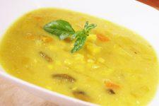 Žlutá polévka  s bílými fazolemi