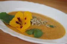 Krémová polévka z velké dýně s bílou miso pastou
