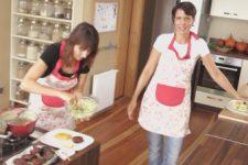 """JJ v kuchyni: """"Bramboračka"""", karbanátky, čočková omáčka a vegeburgry"""
