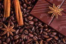 Káva, cola, čaj a čokoláda – co mají společného?