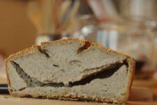 Chleba, co se šklebí