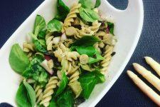 Těstovinový salát s houbami a chřestem