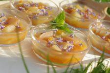 Meruňky a jablka v citrónovém želé