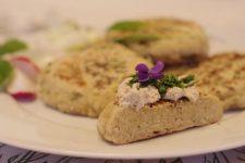 Kváskové placky z rýže a jahel s medvědím česnekem (bezlepkové)