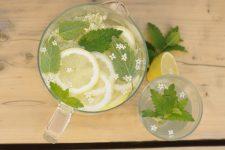 Voňavá bezinková limonáda