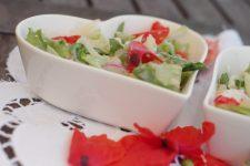 Salát s limetkovou zálivkou a vlčím mákem