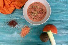 Hrstková polévka s quinoou, čočkou a řepou