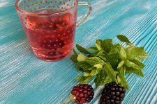 Čaj z meduňky a ostružin
