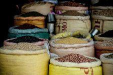 Proč se biopotraviny nevyrábí pouze zčeských surovin