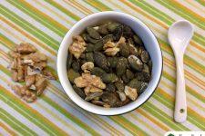 Pražené dýňové semínko s vlašskými ořechy
