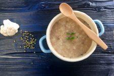 Polévka z mungo fazolek a květáku