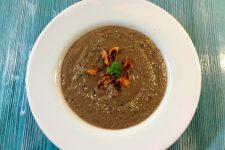 Krémová polévka z černých fazolí s restovanou mrkví