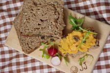 Kváskový chléb s dýňovými semínky a vařenou rýží